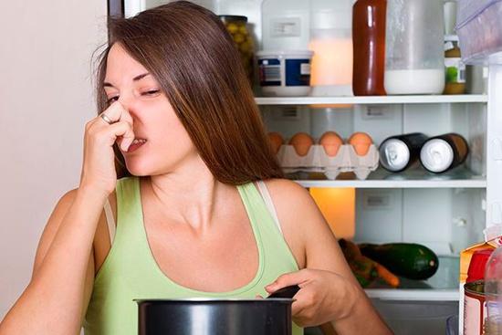 запах-холодильника